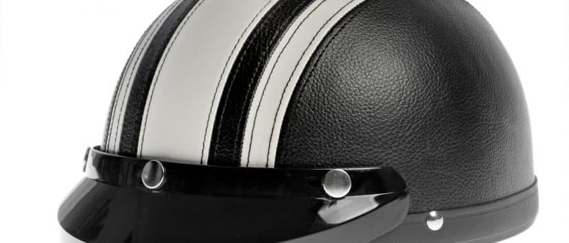 Ein Chopperhelm oder auch Braincap ist kein richtiger Schutzhelm. Er darf nicht zum Motorradfahren getragen werden.