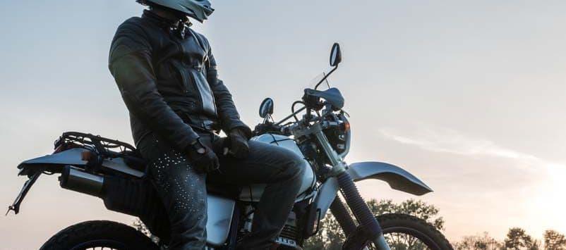 Motorradhelm Test mit einem Crosshelm für Motocross