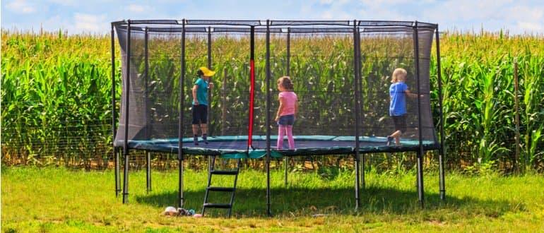 trampolin draußen
