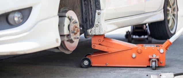 Hydraulische Wagenheber sind sehr leicht zu bedienen.