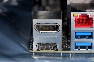 HDMI- und USB-Schnittstellen an 3D-Beamer
