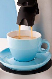 kaffee aus guenstiger kaffeepadmaschine