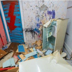 Verwüstete Wohnung, für die Mieter keine Mietkaution zurück erhält