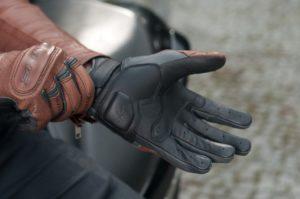 motorradhandschuhe-sitz